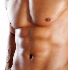 Muskuløs mandebryst og mave
