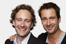 To smilende mænd