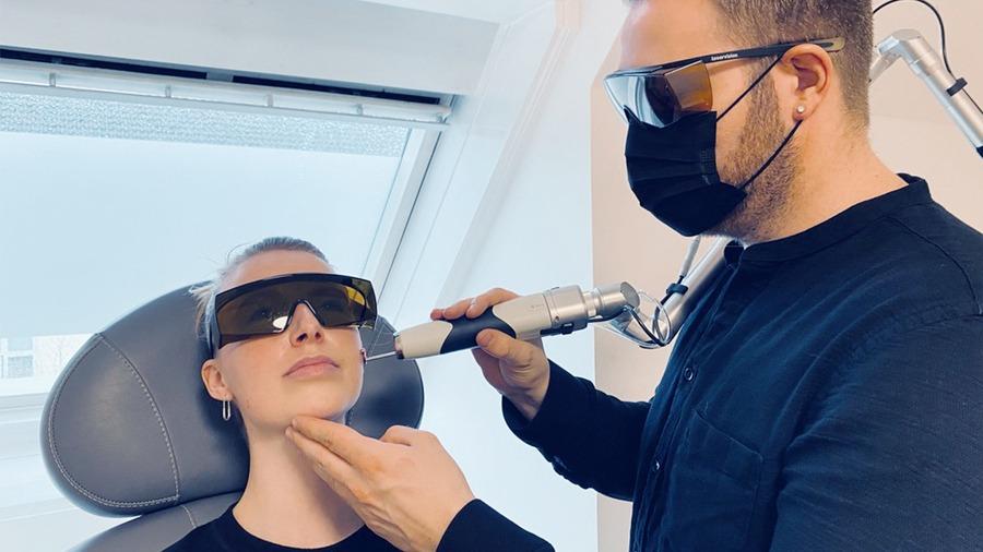 Kosmetisk ansigtsbehandling med laser